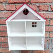 Деревянный кукольный домик с мансардой
