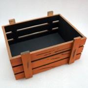 Винтажный оранжевый ящик для подарков