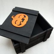 Черный ящик для подарков с тыковкой
