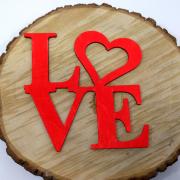 """Интерьерное слово из дерева """"LOVE"""" с сердцем"""