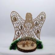 Деревянный ангел с игрушками