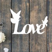 Деревянное слово для фотосессии Love с голубями