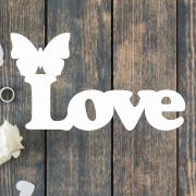 Деревянное слово для фотосессии Love с бабочкой